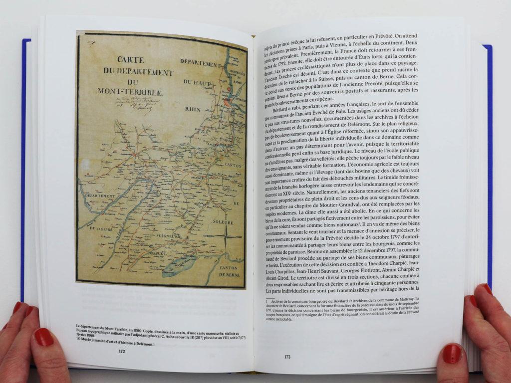 Double page du livre Bévilard dans l'Histoire avec une carte du Mont Terrible datant du 19e siècle