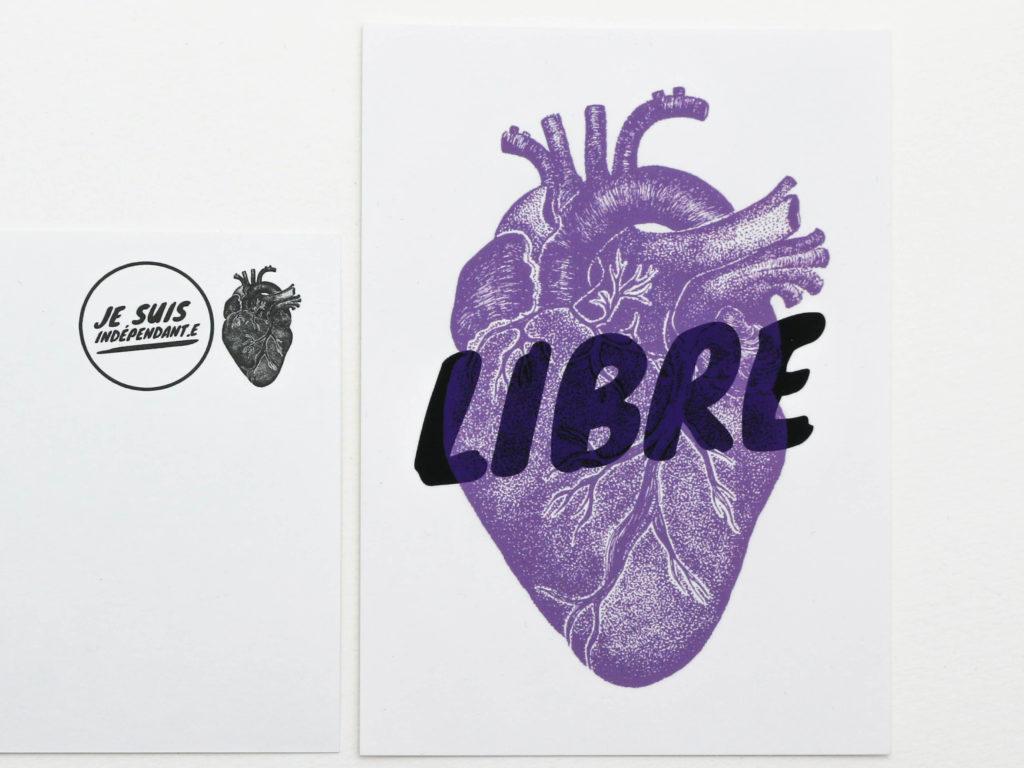 Carte postale illustrée par Ludivine Cornaglia avec son emblème en forme de cœur pour le podcast Je suis indépendant-e de Laetitia Wider, journaliste à Lausanne.